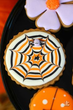 Halloween porch decor and a Pier 1 Gift Card Giveaway! Fall Cookies, Pumpkin Cookies, Cute Cookies, Halloween Sugar Cookies, Halloween Sweets, Halloween Porch, Cupcakes, White Chocolate Recipes, Chocolate Sprinkles