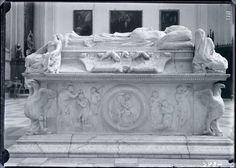 Sepulcro del Cardenal Tavera.  Hospital de Tavera. (Toledo). Escultura renacentista. Realizada por Alonso Berruguete