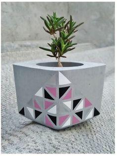 Painted Plant Pots, Painted Flower Pots, Cement Art, Concrete Crafts, Cement Flower Pots, Birthday Card Drawing, Diy Concrete Planters, Pottery Painting Designs, Art N Craft