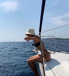 Endless summer Summer fashion Summer vibes Summer pictures Summer photos Summer outfits February 19 2020 at Summer Pictures, Beach Pictures, Vacation Pictures, Boating Pictures, Summer Feeling, Summer Vibes, Foto Glamour, Boat Pics, Poses Photo