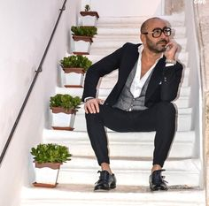 |Gentlemen's |Wear |Daily Gentlemen Wear, Minimalist Wardrobe, Creative Director, Mens Suits, Dapper, Gentleman, Attitude, Menswear, Street Style