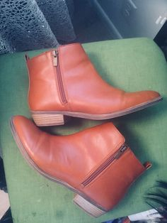 3f00c9ae6193 Details about Womens CHAPS Sabra Ankle Boots Double Zipper Camel Brown Flat  Western Sz 9.5