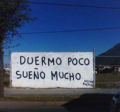 """Graffiti de """"Acción Poética"""" vía Adolfo Murillo.  Más info en http://accionpoeticaenchile.tumblr.com"""