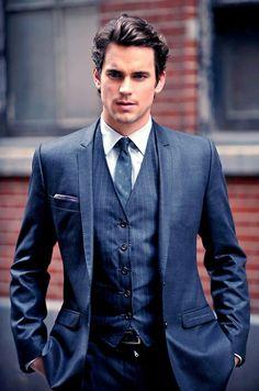 Il y a un noeud de cravate demi Windsor