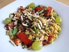 Ein schnelles und leicht exotisches Rezept für einen bunten Couscous-Salat nach TCM. Fertig in 15 Minuten! Couscous Salat, Chia Pudding, Cobb Salad, Grains, Bunt, Orange Braun, Food, Healthy Recipes, Traditional Chinese Medicine