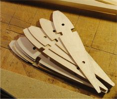 Idea for a wing jig, rc model plane. Remote Control Boat, Radio Control, Rc Remote, Char A Voile, Rc Plane Plans, Balsa Wood Models, Rc Model Airplanes, Airplane Crafts, Wooden Airplane