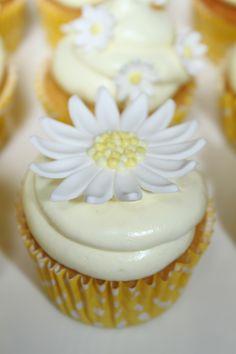 Diasy Cupcakes