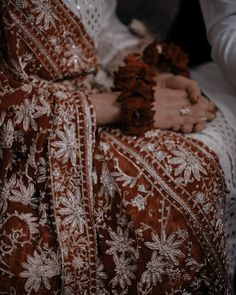 Desi Wedding Dresses, Asian Wedding Dress, Indian Aesthetic, Aesthetic Girl, Teen Photography Poses, Indian Photoshoot, Bridal Poses, Beautiful Bouquet Of Flowers, Indian Bridal Fashion