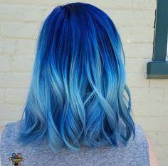 Cabelo colorido ombré azul degradê