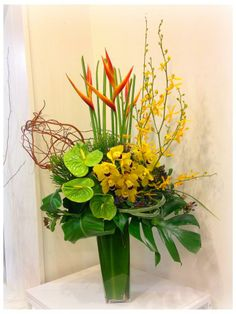 Tropical Floral Arrangements, Spring Flower Arrangements, Christmas Floral Arrangements, Flower Centerpieces, Tropical Flowers, Spring Flowers, Ikebana, Altar Flowers, Corporate Flowers