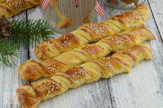 Rasucite cu branza - CAIETUL CU RETETE Hot Dog Buns, Hot Dogs, Bread, Food, Romanian Recipes, Salads, Brot, Essen, Baking