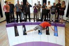 À pieds joints sur un piano géant Radios