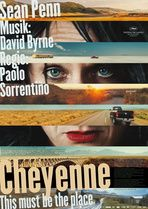 """CHEYENNE - THIS MUST BE THE PLACE  --  """"Cheyenne, ein Rockstar im Ruhestand, der in Dublin von seinen Tantiemen lebt, kehrt nach New York City zurück, um den Mann zu finden, der für eine Erniedrigung verantwortlich ist, welche sein kürzlich verstorbener Vater während des 2. Weltkrieges erlitten hat."""""""