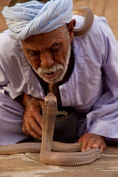 :::: ✿⊱╮☼ ☾  PINTEREST.COM christiancross ☀❤•♥•* ::::   Cobra snake charmer near the Kom Ombo Temple +++ :::: ✿⊱╮☼ ☾  PINTEREST.COM christiancross ☀❤•♥•* ::::   مدَدْ ! يا رفاعى! مدَدْ ! الرفاعيه = EGYPTIAN SNAKE CATCHERS. A MIX OF PROFESSION (DEAD OR DYING) AND SOPHIST RELIGION