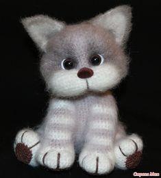 голова 1 6сбн в кольцо 2 пр х 6 (12) 3 (1сбн.,пр) х6 (18) 4 (2сбн.,пр) х6 (24) 5 (3сбн.,пр)х6 (30) 6 (4сбн,пр) х6 (36) Crochet Faces, Crochet Animals, Crochet Dolls, Crochet Bolero Pattern, Crochet Amigurumi Free Patterns, Gato Crochet, Knitted Cat, Cat Doll, Cute Toys