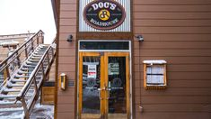 Doc's Roadhouse at the base of Winter Park Resort. With a kid-friendly menu, Doc's is a great place for the entire family. Located at the base of the Zephyr Express Lift, Doc's offers delicious lunch and dinner, with the best burgers, the resort's largest draft beer selection, and homemade specialties. #docsroadhouse #roadhouse #burgers #draftbeer #kidfriendly #winterparkresort