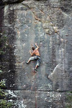 Go on a serious rock climbing trip Climbing Holds, Sport Climbing, Ice Climbing, Mountain Climbing, Climbing Workout, Parkour, Photo Vintage, Escalade, Kayak