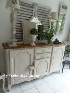 Buffet style Louis XV patinégris perle, plateau chêne. buffet ancien retravaillé pour un look campagne chic L 170cm P 45 cm H 100 cm -  460€  atelierdes4saisons