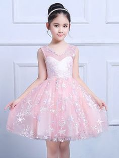 Embroidery Sashes Lace Mesh Round Collar Sleeveless Princess Dress Source by Stylish Dresses, Nice Dresses, Fashion Dresses, Girls Dresses, Flower Girl Dresses, Dresses Dresses, Fashion Kids, Girl Fashion, Princess Dress Kids