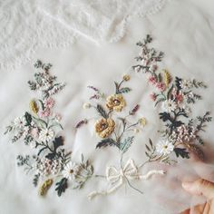 Such an Inspiring and Exquisite Satin-Stitch, фото № 3 Embroidery On Clothes, Hand Embroidery Patterns, Ribbon Embroidery, Floral Embroidery, Cross Stitch Embroidery, Machine Embroidery, Brazilian Embroidery, Embroidered Flowers, Creations