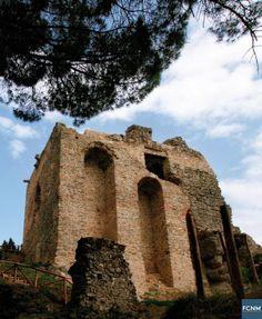 San Giorgio Morgeto - Dalle valli nascoste del Parco del Pollino alla punta estrema di Reggio Calabria, molti sono i castelli e le fortezze da visitare. Immagini di Antonio Renda #castelli #calabria