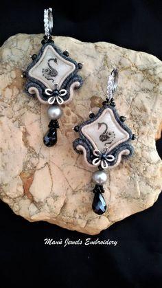 orecchini soutache cigni Soutache Earrings, Handmade Earrings, Hand Embroidered, Soutache Jewelry, Handmade from Italy di ManuJewelsEmbroidery su Etsy