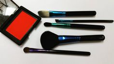 Review: MAC Enchanted Eve Brush Kit Basic. This brush set is part of MAC's holiday collection. It's comprised of 5 brushes 2 of which are face brushes and 3 eye brushes namely the 116SE 193SE 226 SE 213SE and the 266SE. If you think about it this is aptly called a basic set because it's pretty comprehensive. You get: A blush brush which can be used as a powder/powder foundation brush; A flat foundation brush which doubles as a concealer brush; a crease brush which can be used to apply and…