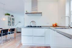 Jaren30woningen.nl | Mooi! Moderne greeploze keuken in een jaren '30 woning