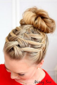 Braided prom hair updos look really elegant and beautiful. We have picked the trendiest updo hairstyles for our photo gallery. Check them out.