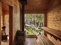 A peek inside the afore-mentioned sauna. Bathers enter into a changing room which houses the sauna stove, custom built by New York… Sauna House, Sauna Room, Rustic Saunas, Swedish Sauna, Cedar Bench, Sauna Design, Outdoor Sauna, Cabins In The Woods, Material Design
