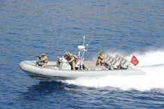 Turkish Special Forces - #Turkish #Navy #Sat #commandos during Denizkurdu 2015 exercises Turkish Military, Special Forces, Armed Forces, Weapons, Boat, Navy, Weapons Guns, Hale Navy, Guns