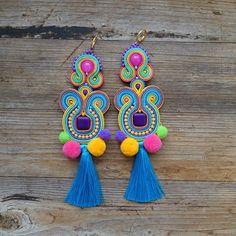 Soutache Earrings, Diy Earrings, Earrings Handmade, Paula Ordovás, Soutache Tutorial, Decorative Tape, Color Blocking, Glass Beads, Bling