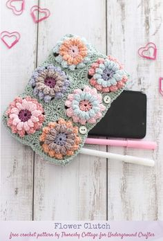 Flower Clutch, free pattern by Thoresby Cottage for Underground Crafter - This clutch in muted modern colors has great texture. Made with floral squares, you can adjust it to your favorite size. Bag Crochet, Crochet Clutch, Crochet Purses, Free Crochet, Granny Squares, Stitch Patterns, Crochet Patterns, Flower Patterns, Pattern Flower