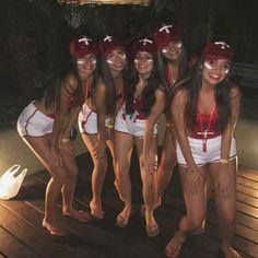 DIY Halloween Costumes for Women Lifeguard Halloween Costume, Lifeguard Costume, Best Friend Halloween Costumes, Diy Halloween Costumes For Women, Trendy Halloween, Cute Costumes, Halloween Outfits, Rosie The Riveter, Fantasias Halloween