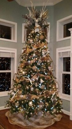 burlap christmas tree 30 Gorgeous Christmas Tree Decorating Ideas You Should Try This Year Rose Gold Christmas Decorations, Burlap Christmas Tree, Woodland Christmas, Christmas Tree Themes, Noel Christmas, Christmas Tree Toppers, Rustic Christmas, Christmas Tree With Antlers, Christmas Ideas