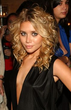 We're totally copying Ashley Olsen's wavy curls for our next holiday party!
