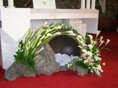He is Risen - Easter display Church Wedding Flowers, Altar Flowers, Church Flower Arrangements, Floral Arrangements, Church Altar Decorations, Church Christmas Decorations, Wedding Backdrop Design, Easter Garden, Arte Floral