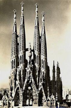 Sagrada Familia Barcelona in black and white