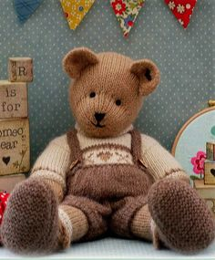 teddy bear knitting pattern @La Farme / Anne Wood @Sarah Chintomby Vercellotti  - Isn't this little guy just adorable?