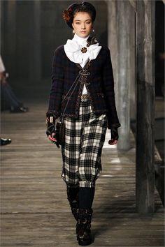 Sfilata Chanel London - Pre-collezioni Autunno Inverno 2013/2014 - Vogue