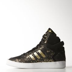 These women's Bankshot 2.0 Shoes modernize an '80s B-ball favorite with a gold-foil scatter-printed suede upper inspired by the Chinese New Year. The sophisticated shoe features metallic foil 3-Stripes and leather trim on the thin, vulcanized outsole.
