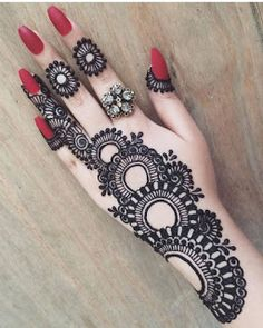 50 Simple Arabic Mehndi Designs For Left Hand - Buzz Hippy Henna Hand Designs, Dulhan Mehndi Designs, Mehndi Designs Finger, Latest Arabic Mehndi Designs, Mehndi Designs For Beginners, Mehndi Designs For Girls, Unique Mehndi Designs, Wedding Mehndi Designs, Mehndi Designs For Fingers