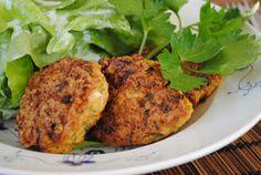 adzuki bean burgers with millet Meat Recipes, Real Food Recipes, Vegetarian Recipes, Yummy Food, Slow Carb Diet, Tasty Bites, No Carb Diets, Tandoori Chicken, Salmon Burgers