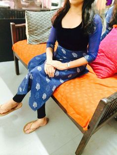 Churidar Designs, Kurti Neck Designs, Dress Neck Designs, Blouse Designs, Salwar Pattern, Kurta Patterns, Stylish Tops For Women, Stylish Kurtis, Stylish Dress Designs