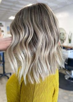 Grogeous Medium Textured Blonde Haircuts for Women 2020 - victoria Trendy Haircuts For Women, Medium Hair Styles For Women, Haircuts For Medium Hair, Blonde Haircuts, Medium Hair Cuts, Hairstyles Haircuts, Cool Hairstyles, Medium Hairstyles, Long Hair Styles