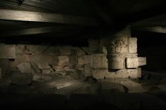 The underground excavations of the church of San Lorenzo in Milano. Busy Street, Hidden Treasures, Secret Places, Modern City, Roman Empire, Tour Guide, Milan, Old Things, Survival
