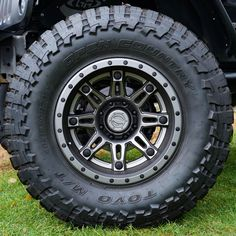 MHT Fuel Offroad Hostage II Anthracite Center, Matte Black & Anthracite Outer Wheels with Toyo Open Country M/T All-Terrain Tires Tacoma Wheels, Jeep Wheels, Tacoma Truck, Truck Wheels, Buy Tires, Rims And Tires, Wheels And Tires, Jeep Jku, Jeep Wrangler