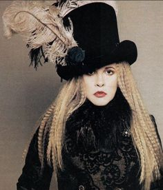 As we're embracing a vibe this summer,who better to look to for inspiration than Stevie Nicks, member of Fleetwood Mac,solo artist & style icon Stevie Nicks Quotes, Stevie Nicks Fleetwood Mac, Stevie Nicks Costume, Stevie Nicks Witch, Top Hat Costume, Costume Halloween, Costume Shop, Halloween Ideas, Cristiano