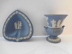 Vase/Urn, Dish Wedgwood Jasperware Blue - Vintage - 2 pieces by TresTresInteressant on Etsy Love Fest, Wedgwood, Vintage Love, Urn, Ceramic Pottery, China, Ceramics, Dishes, Cool Stuff