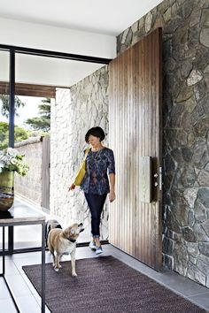 A dualpurpose holiday home is part of home Entrance Rug Channelling villas in the Mediterranean, this versatile getaway on Victoria's Mornington Peninsula is designed for maximum relaxation Take - Entry Stairs, Entry Hallway, Entrance Rug, House Entrance, Front Door Entrance, Entry Doors, Grand Entrance, Modern Entrance Door, Front Doors